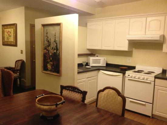 Inn on Bellevue: Full shared kitchen, 2nd floor