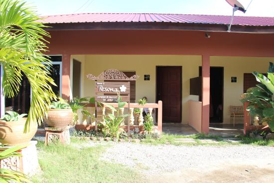 Rasa Eksotika Vacation Home : Room view from road