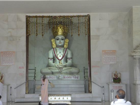 Adalaj Trimandir: Jainism inTrimandir