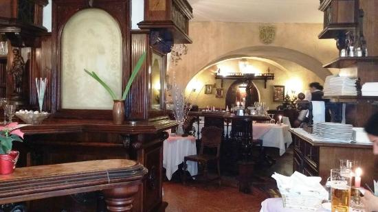Zum Basilisken: Restaurant interior