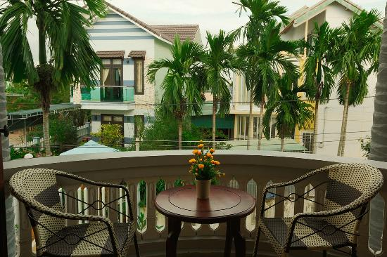 Cam Chau Homestay: Balcony on the second floor