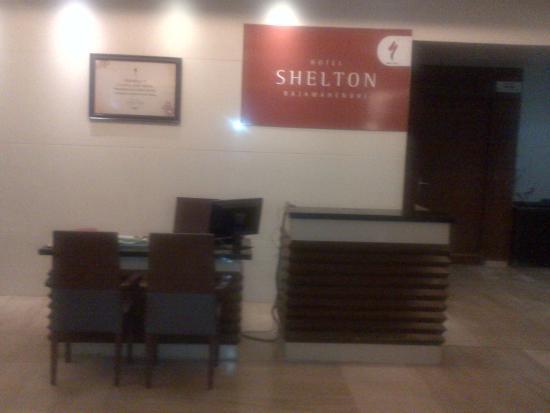 Hotel Shelton Rajamahendri: lobby side