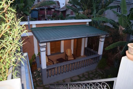 Meva Guest House: Op begane grond met zitje buiten