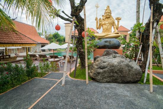 Green Field Hotel & Restaurant: 淡水プールあたり