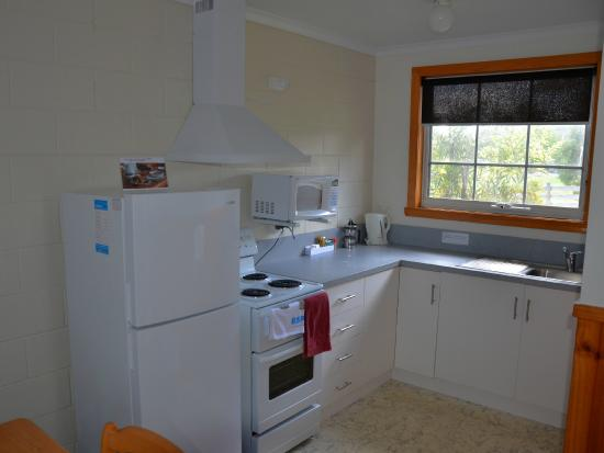 Castaway Holiday Apartments: Kitchen