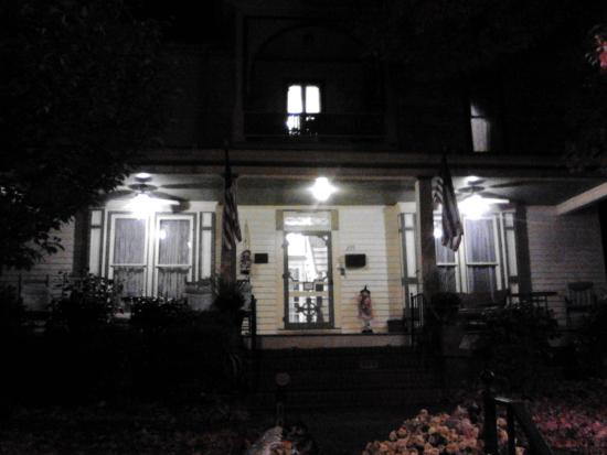 Carrier Houses Bed and Breakfast: di notte