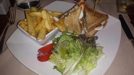 Le M22 Restaurant & Bar Lounge: Club sandwich original