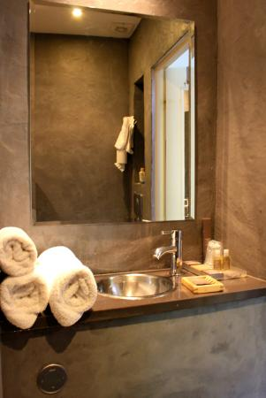 B Lodge Hôtel : Banheiro
