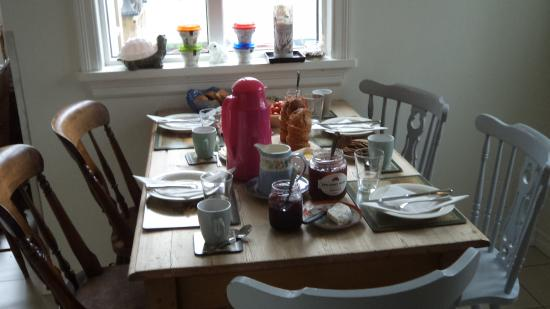 Edda's Farmhouse in Town: The breakfast table