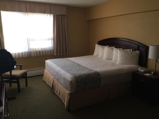 Best Western Airdrie: Very nice room