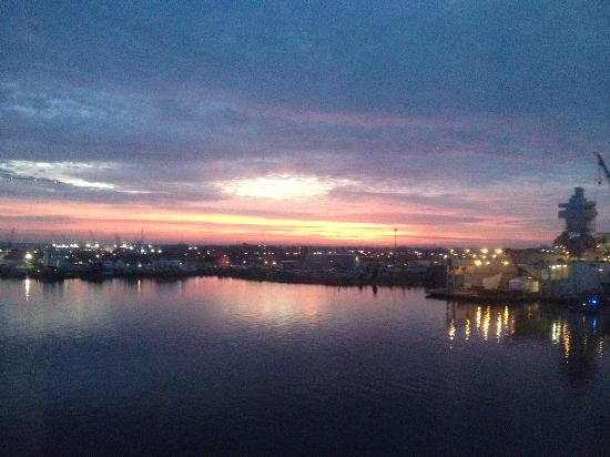 Renaissance Portsmouth Norfolk Waterfront Hotel Hello Sunrise