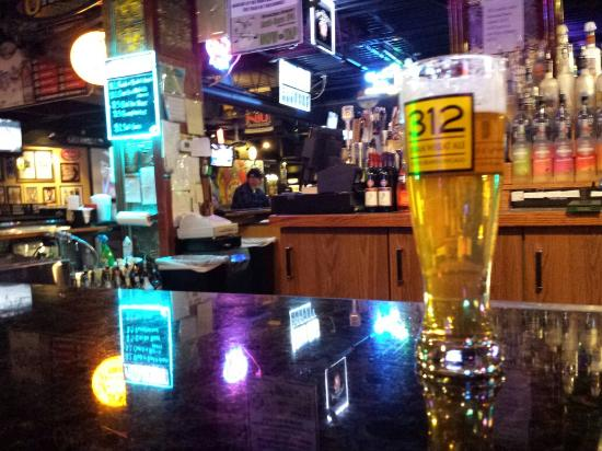 Molly's Eatery & Drinkery: At the bar