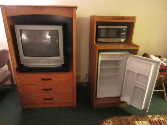 Americas Best Value Inn St. Augustine Beach: TV, microwave & refrigerator