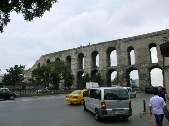 Museum Fatih with Aqueduct Valens at the background - Foto ...
