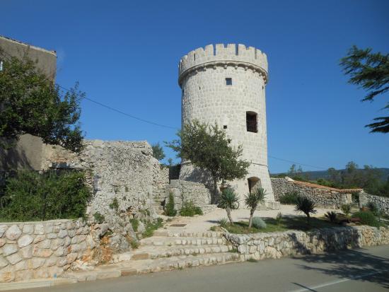 Cres Island, Chorwacja: Cres città, la torre veneziana