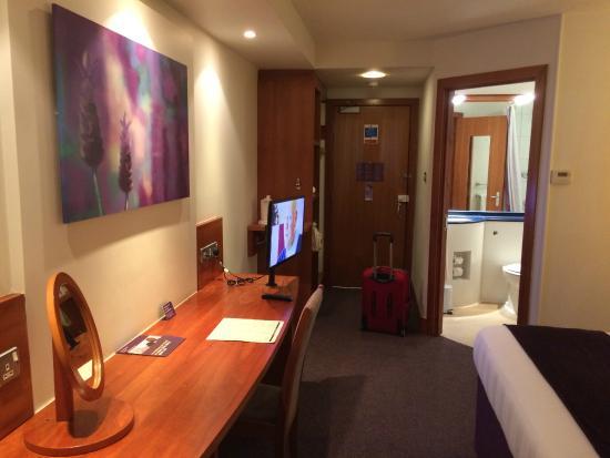 Premier Inn Chorley North Hotel: Desk