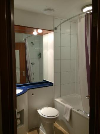 Premier Inn Chorley North Hotel: Bathroom