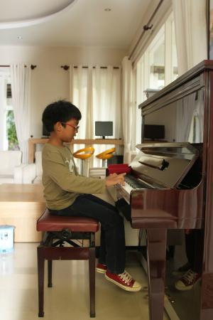 Hoang Loc Villa Hotel: We could play their piano...