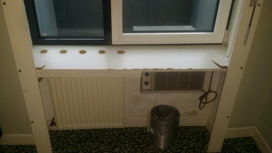 Zerbrochene Fensterbank Hotel Cristall Köln