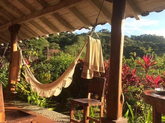 Hotel Kambutaleko: Hammocks all over the balcony, perfect spot to sit and hummingbirds and even a monkey