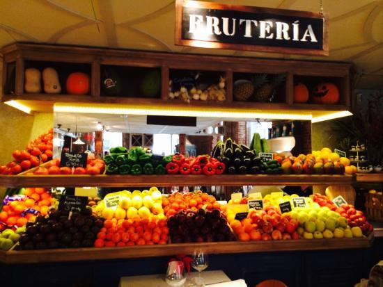 Fruter a fotograf a de ultramarinos quintin madrid for Decoracion de fruterias