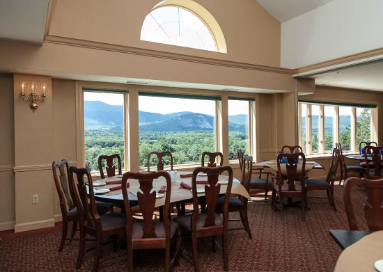 Red Jacket Mountain View Resort & Water Park: Dining room with a mountain view
