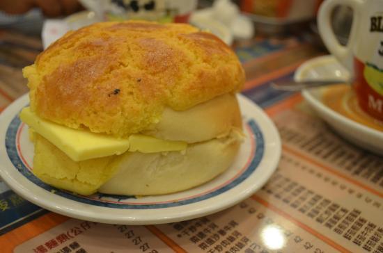 Pineapple bun (Polo Bun) - Picture of Kam Wah Cafe, Hong Kong ...