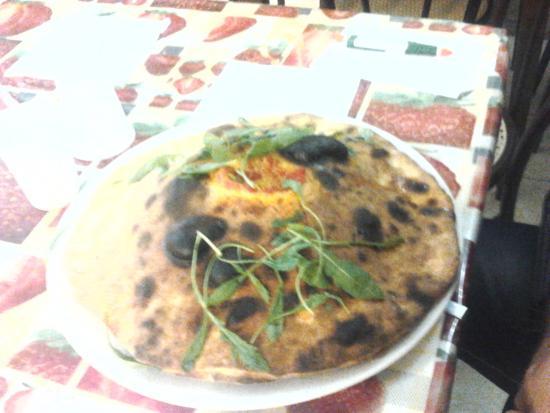 NON SOLO POLLI Pizza vulcano tutto con ingredienti DOC