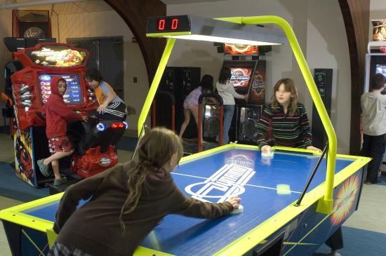 Red Jacket Mountain View Resort & Water Park: Game room