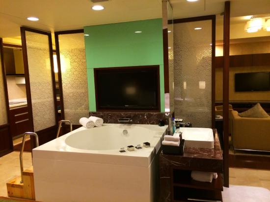 big bath tub - picture of the imperial mansion, beijing marriott