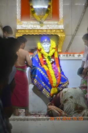 Shirdi Sai Baba Temple : It's free darshana for everyone.