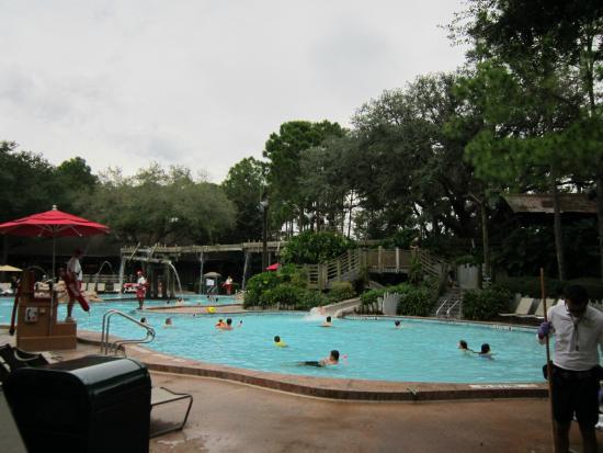 Piscine principale avec toboggan picture of disney 39 s for Hotel disney avec piscine