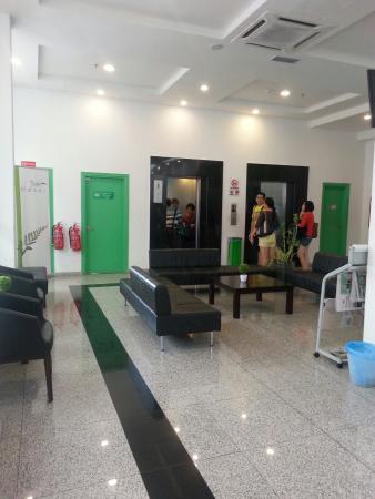 The Explorer Hotel: Lobby