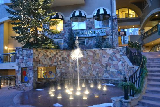 St. James Place: hotel fountain