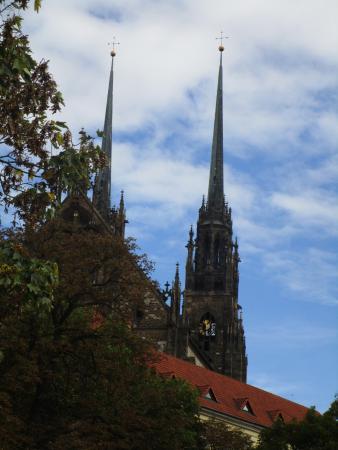 Brno, Tsjekkia: Torres desde lejos