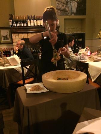 Nerino Dieci Trattoria: Spaghetti Turanici in forma di grana
