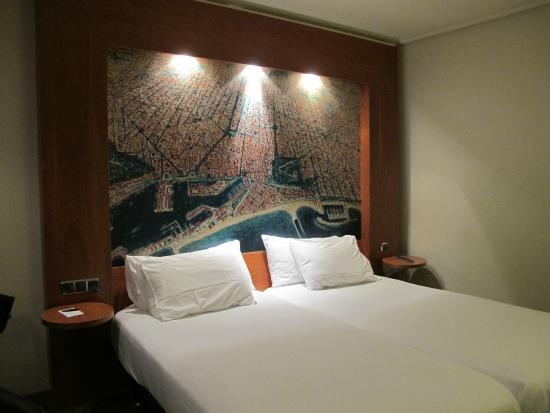 Abba Sants Hotel: Comfortable bed