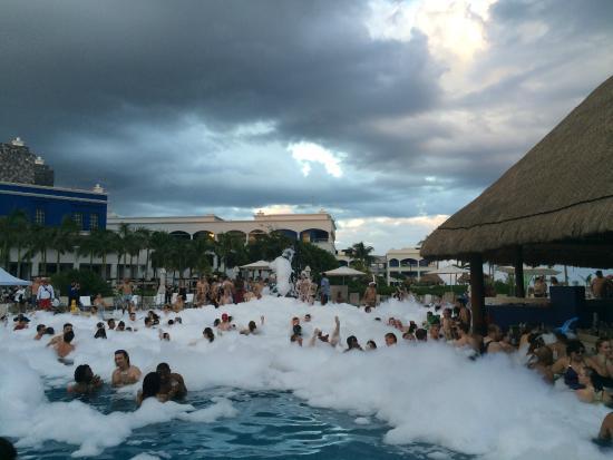 Hard Rock Hotel Riviera Maya: Foam Party in the Pool