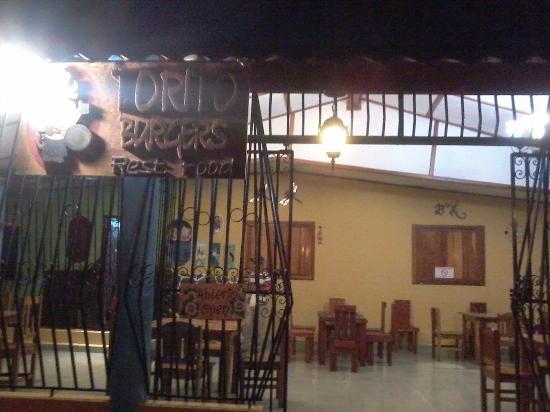 Hamburguesas Torito Restaurante: La fachada
