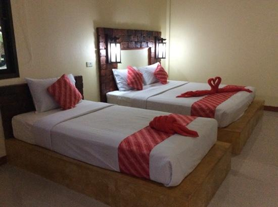 Lanta Pearl Beach Resort: Our second room, family bungalow