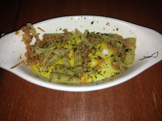 Bistro de Leon: Pasta dish swimming in oil