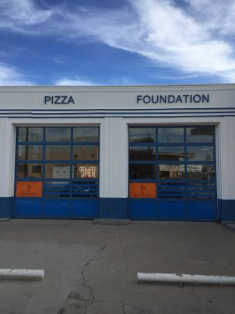 No frills; excellent pizza.  Wast Texas got more civilized when Pizza Foundation opened in Marfa
