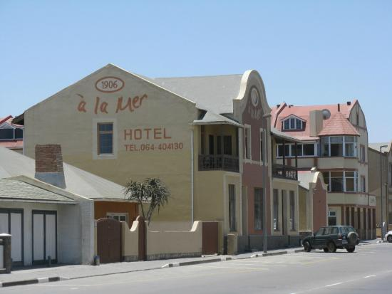 Hotel Pension A la Mer : view of hotel from the street