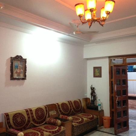 Hotel Surya Khajuraho : холл