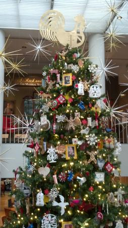 Abby Aldrich Rockefeller Folk Art Museum: 14 foot tree inside the museum atrium