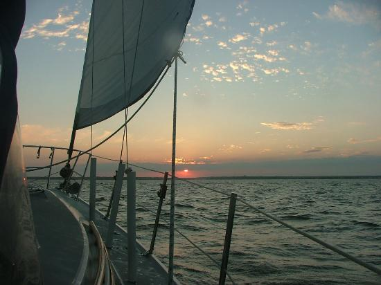 ‪Barnegat Bay Sailing School and Sailboat Charters‬