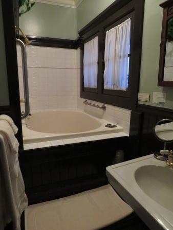 The Inn San Francisco: Room 37's jacuzzi tub....yay!