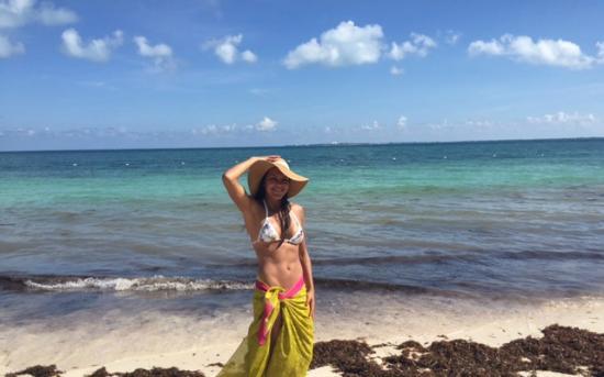 en la playa Mujeres