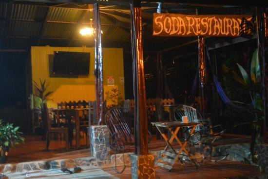 Cabinas Pura Vida: Excellent restuarant at Pura Veda