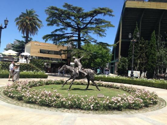 Polo Tour : Statue at the entrance of the Campo Argentino de Polo de Palermo